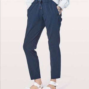 Lululemon Navy On The Fly Woven Pant 10